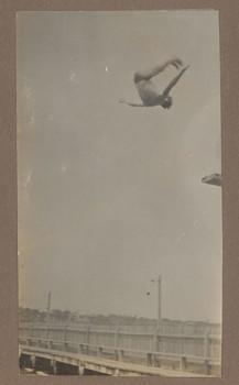 1916c Geoffrey Maxwell OSC1918 diving at River Baths