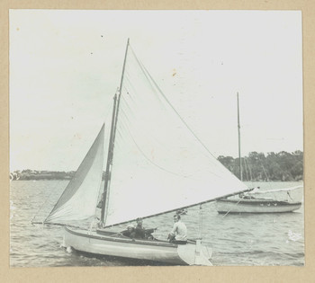 1916c Geoffrey Maxwell OSC1918 far right on yacht at Freshwater Bay with Scotch College peers