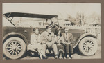 1919 Geoffrey Maxwell OSC1918 second from left with friends on automobile