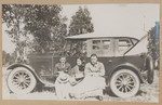 1919 Geoffrey Maxwell OSC1918 right with friends on automobile